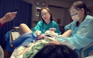 Что может привести к смерти женщины во время родов